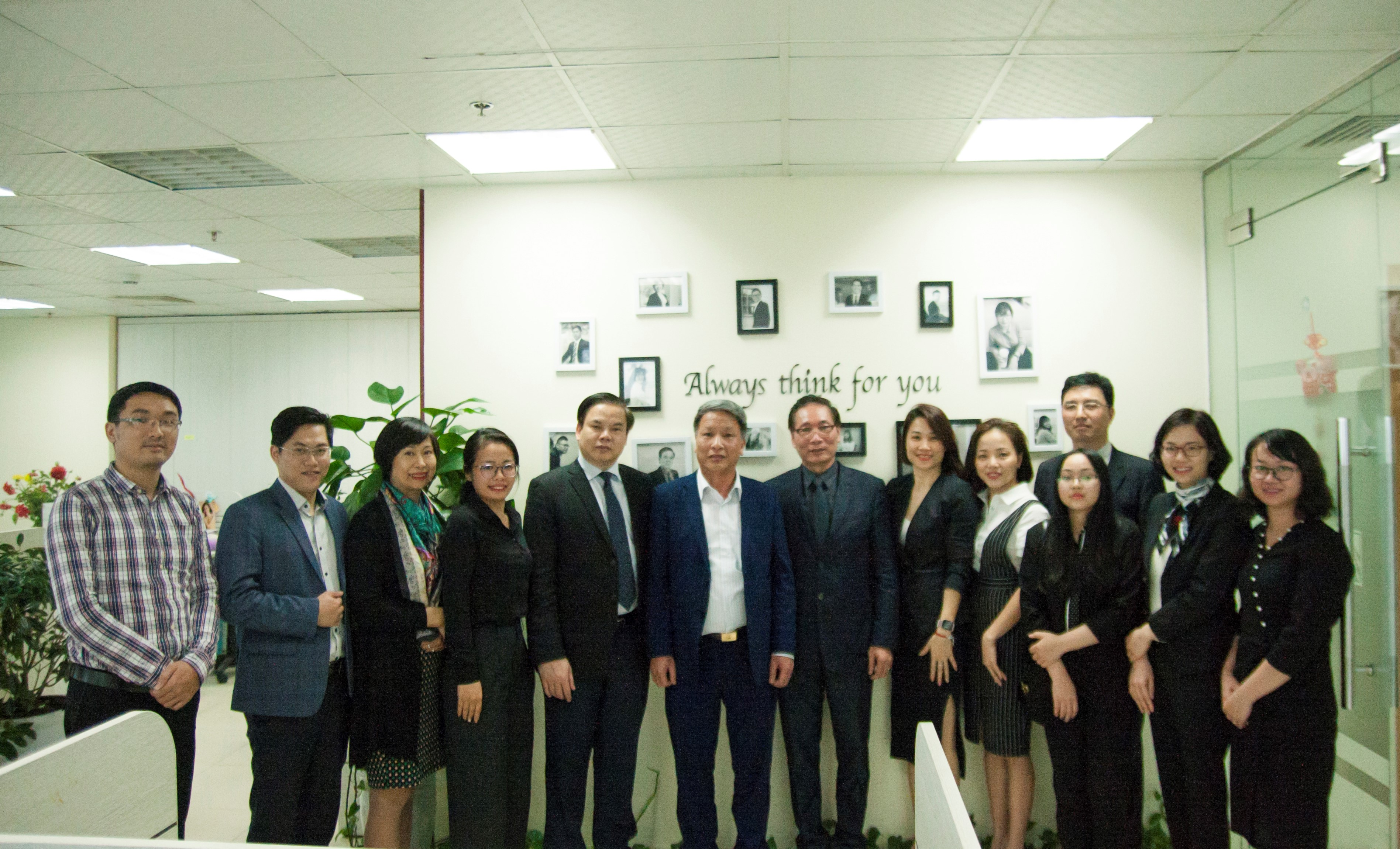 The Managing Board of Hanoi Bar Association visited Vietthink on the occasion of the beginning of the Lunar New Year 2019